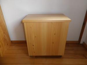 米櫃(桧製、キャスター付き、外側はウレタン塗装)